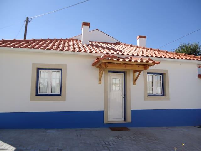 Casinha da Gabriela - Batalha - House