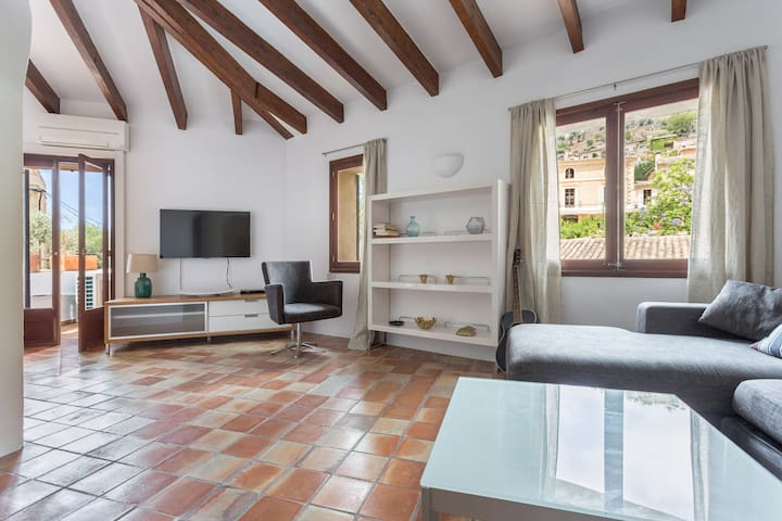 Delightful Duplex Apartment in the Heart of Deia