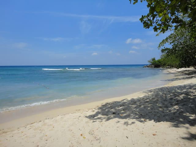 Meelie's villa: ocean views, G-views, BBQ, Wifi