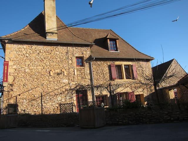 Gite de bourg LOU CAMILLOU - Saint-Léon-sur-Vézère - Huis