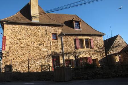 Gite de bourg LOU CAMILLOU - Saint-Léon-sur-Vézère - 独立屋