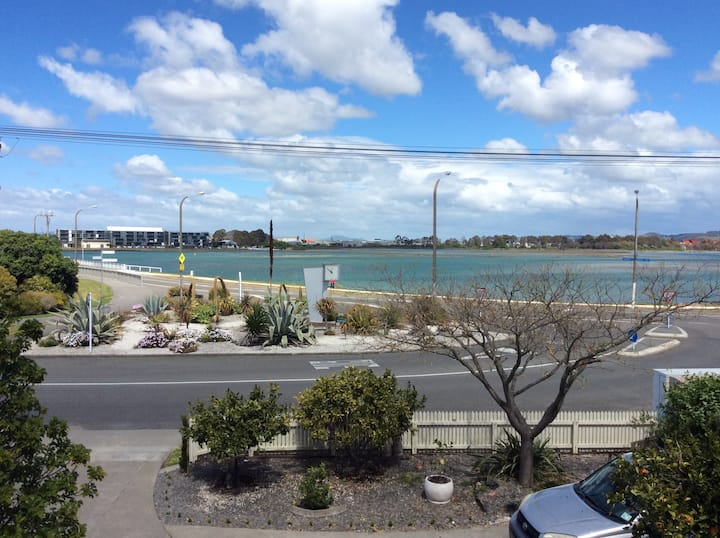 Apartment close to Beach and Bars- Westshore.