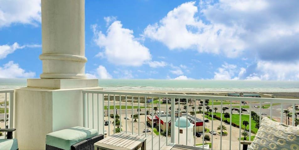 Gorgeous Emerald by the Sea Condo  with Beach view