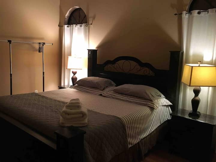 Excelente quarto (suite) para duas pessoas.