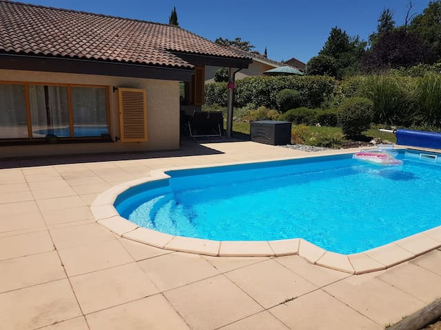 Maison avec piscine privée dans village vacance