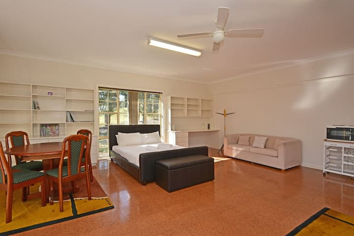 Abelia 1br Studio on Lovedale