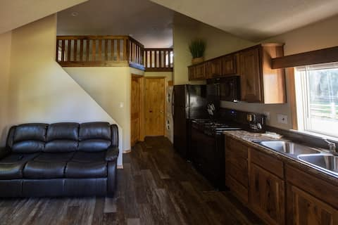 Brand new private and quiet tiny home on Fox Creek