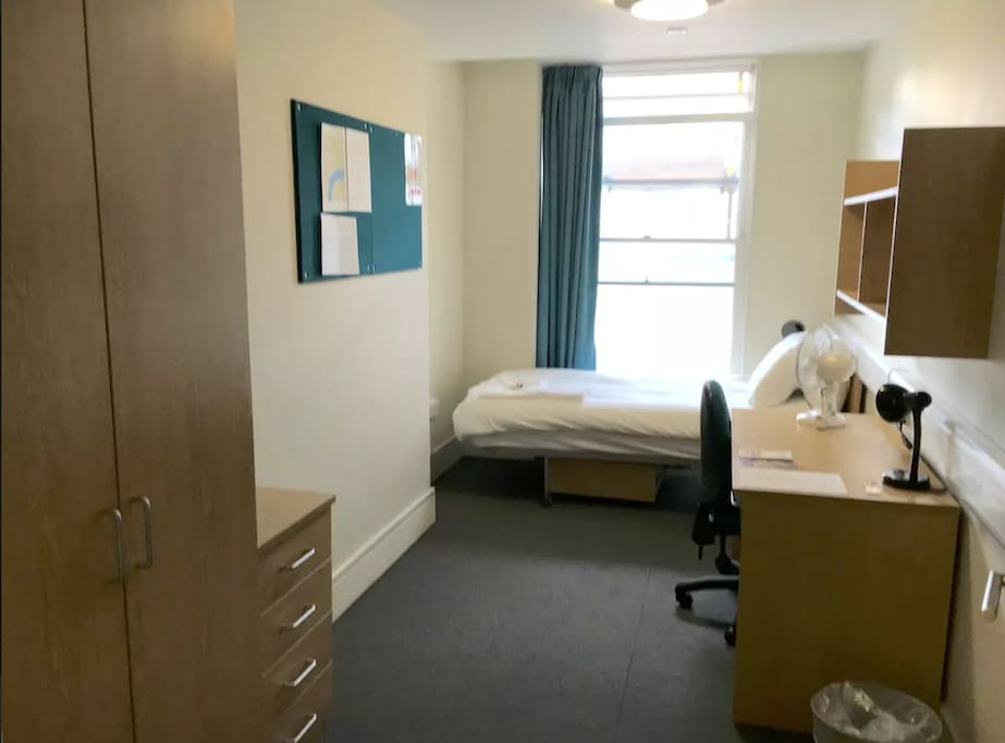 This is an sample image of one of our single bedrooms