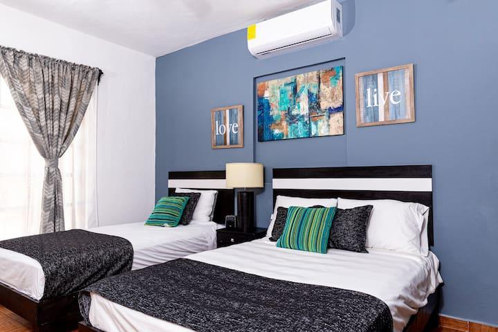 ¡Hermosa habitación con alberca compartida!