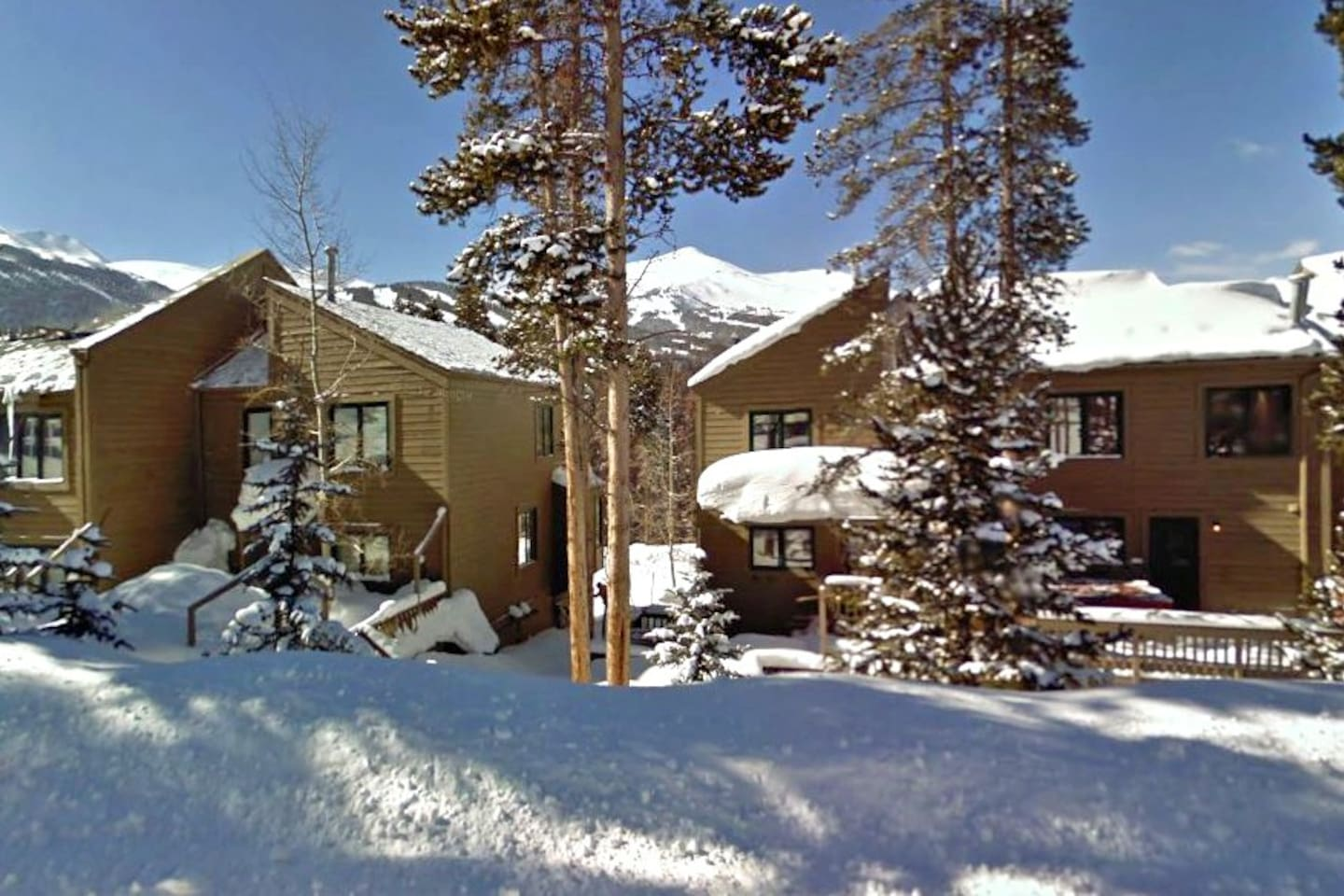 Eagle's View townhomes with the view of Breckenridge mountain