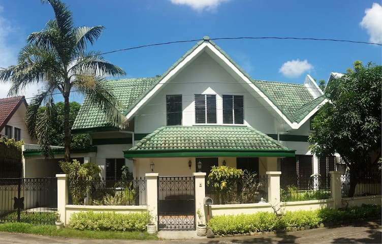 Getaway Rooms South of Manila - Santa Rosa City - Hus