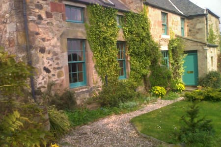 Edinburgh farmhouse - private rooms - Midlothian