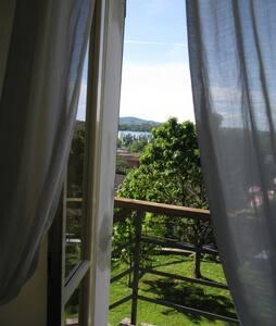 Soggiorno sul Lago di Pusiano -Como - Erba - Bed & Breakfast