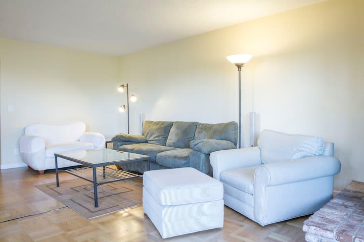 3BR/2BA central Cole Valley condo 1500 sf