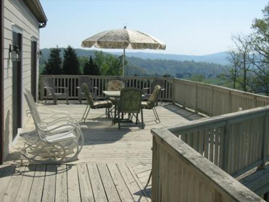 Large deck-great for outside dinners!