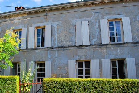 XVII Cottage for 10 Pers: 48Km from - Saint-Hilaire-de-Villefranche - Hus