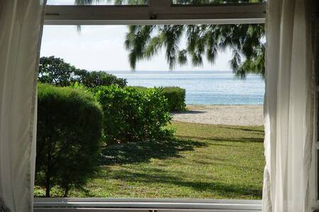 Fouilly Plage Authentic Beach Villa - Blue Bay