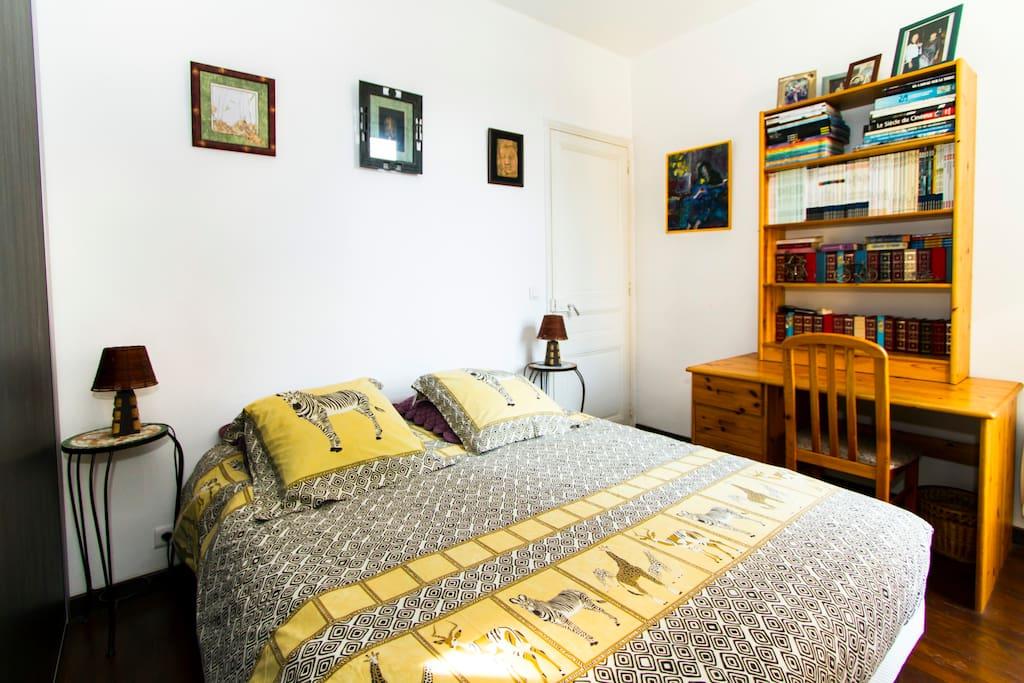 cannes chambre 2 p lit en 160cm chambres d 39 h tes louer le cannet provence alpes c te d. Black Bedroom Furniture Sets. Home Design Ideas