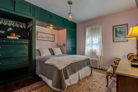 Aaron Burr House- Room 6