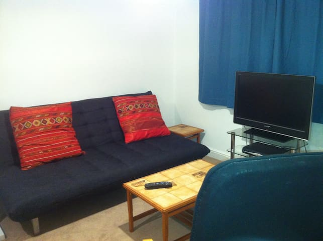 1st Floor twin beds and sofa bed - Godalming - Wohnung