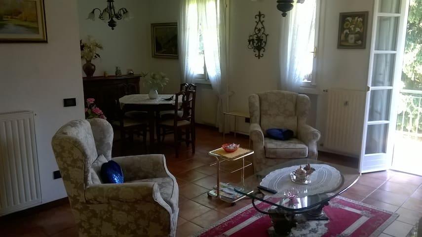 """Casa-Vacanza  """"AL POGGIO"""" CIR : 012086-CNI-00001"""