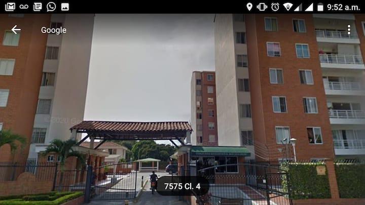 Alquilo apartamento amueblado con garaje en Cali