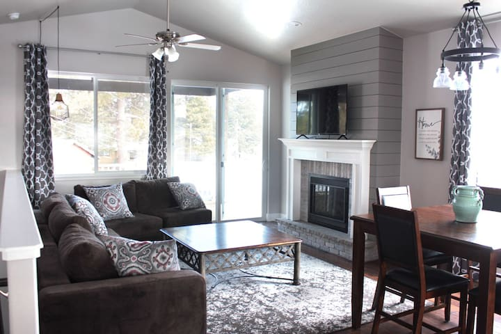 Downtown Pagosa - Entire House - Movie & Game Room