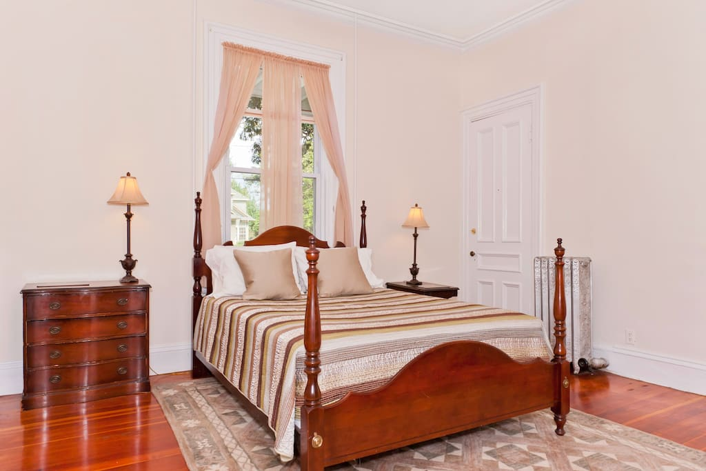 Barney S Master Bedroom T Downtown Houses For Rent In