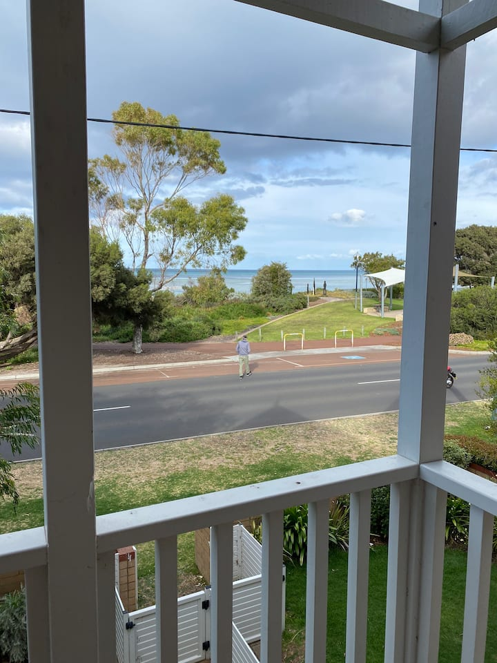 LOCATION PERFECT  Dunn Bay Rd/Geographe Bay Rd WOW