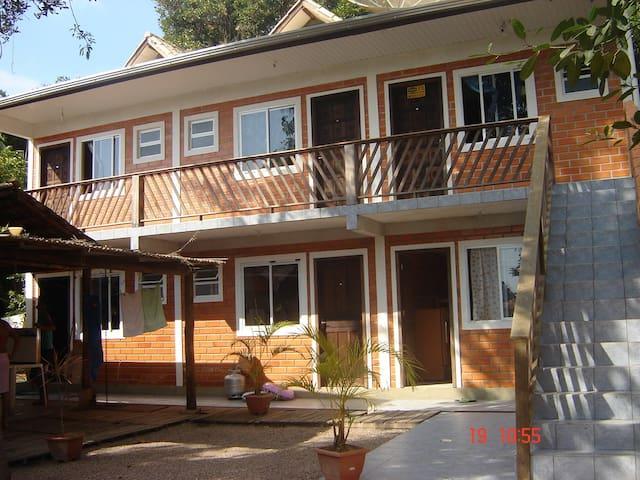 Apartamento mobiliado p/ 04 pessoas, próx. ao mar - Itapoá - Flat