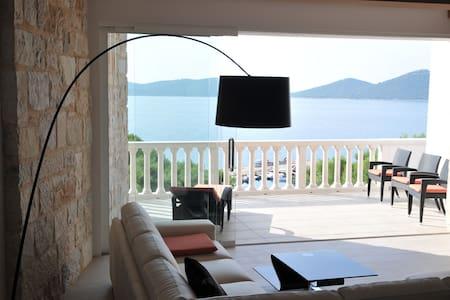 Beautiful Beachfront Holiday Villa! - Pakoštane
