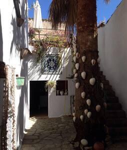 Central Authentic Cozy Mallorcan House in Sineu - Sineu