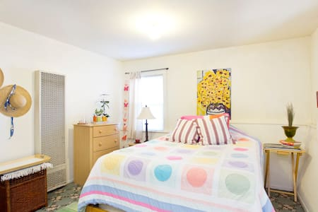 Spacious private bedroom and bath - El Cerrito