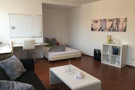 Elegantes Studio im Herzen Bochums & Bermuda3eck
