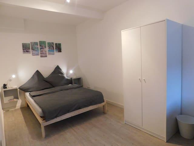 Schlafzimmer Bett 140x200cm
