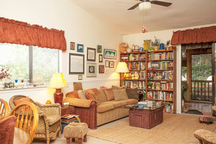 Large Sunny Bedroom and Bath  - Thunderbolt - Haus
