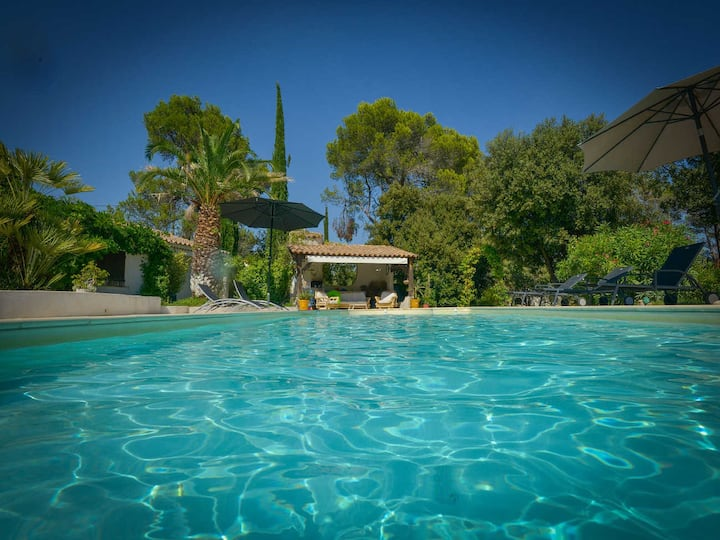 Exceptional holiday home, Lorgues, Var, swimming pool, beautiful park