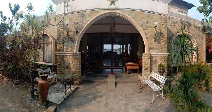Villa 6 Kamar Murah