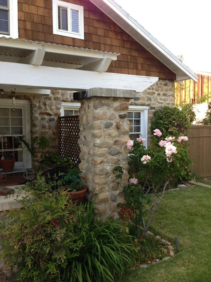 Eastern Sierra - comfy stone house