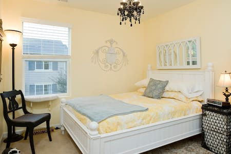 BnB in lovely, peaceful townhouse - Bothell - Bed & Breakfast