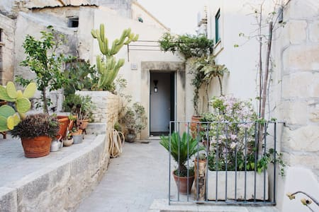 Hidden gem in the heart of Modica - Modica - Apartment