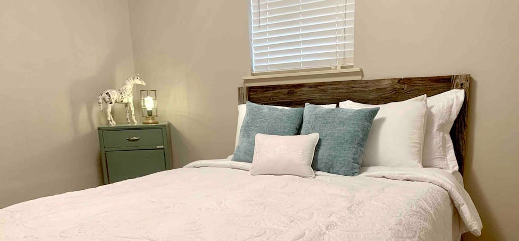Master bed, queen  bed with large closet, lots of space on both sides of the bed.