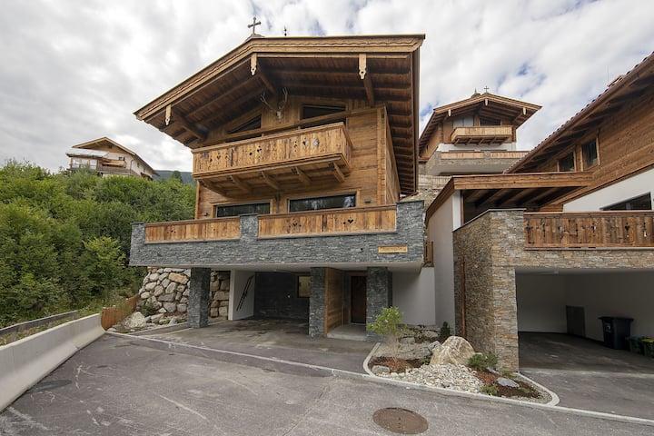 Enchanting Apartment in Saalbach-Hinterglemm near Ski Slopes
