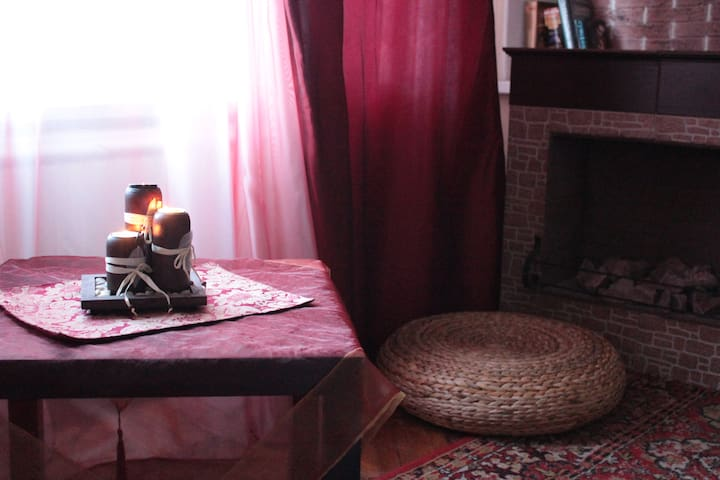 A romantic and cozy, fireplace,WIFI - Saint Petersburg