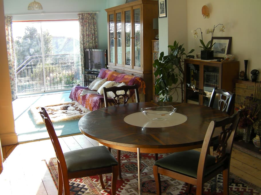 The Dining room with view of the garden is available for breakfast