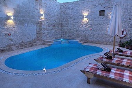 Dwejra House of Character with private pool - Zejtun