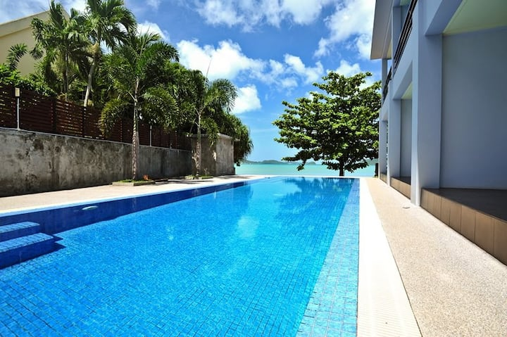 Beachfront Apartment Pool Access - A