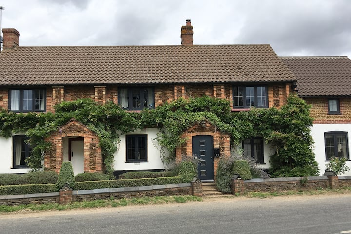 Rural escape ..Modern Cottage with comfort & Charm