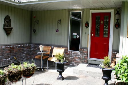 Funky Frog B&B-rent all 3 and SAVE! - Duncan
