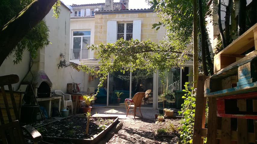 Nice room in shared flat - Bordeaux - Hus